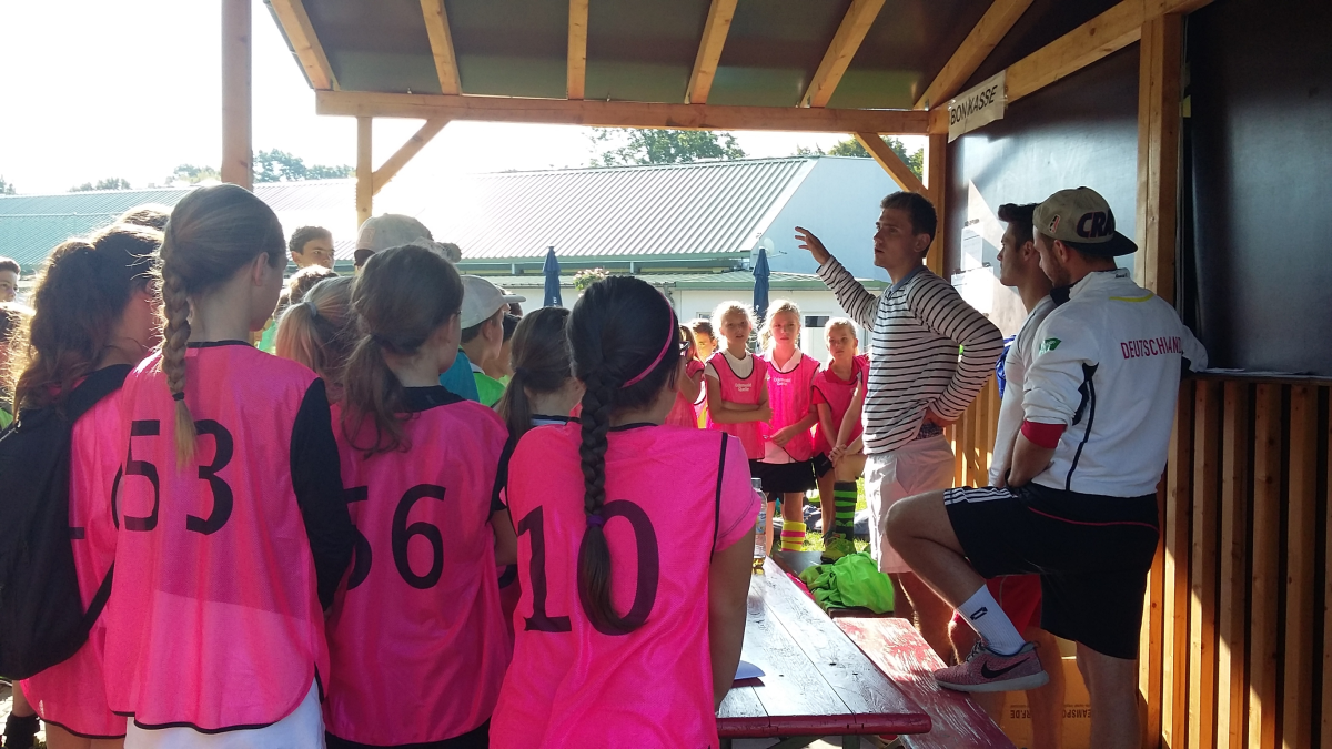 Primus Valor Sommer-Hockeycamp Besprechung am 01.08.2016